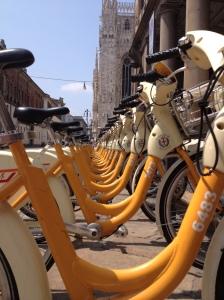 Bicicletas próximas ao Duomo, em Milão.