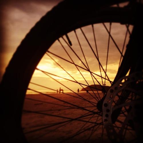 praia-juquehy-sunset-rene-bicicleta